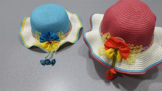 کلاه حصیری زنگوله دار