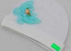 کلاه سفید گرد نوزادی مدل پروانه